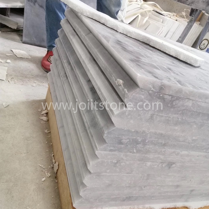 TR022 White Marble Black Veins Steps With 1/4 Round Edge
